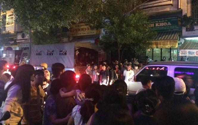 Hàng trăm cảnh sát vây bắt bà trùm ma túy - Ảnh: CTV