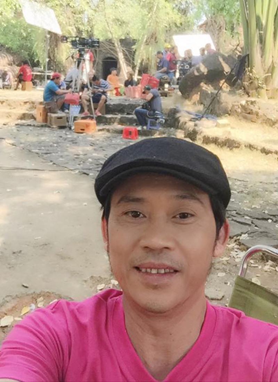 Sáng 22/2, Hoài Linh đăng bức ảnh selfie trên trang cá nhân với dòng chú thích