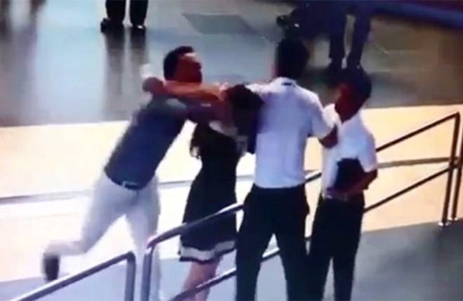 Vụ nữ nhân viên sân bay bị đánh: Sa thải Đào Vịnh Thuấn - ảnh 1