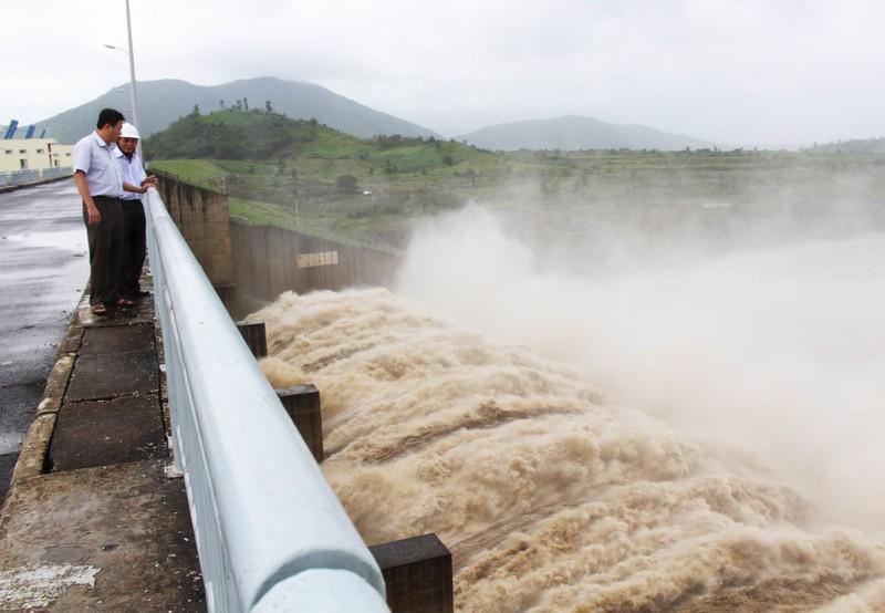 Phú Yên: Thủy điện đồng loạt xả lũ - ảnh 1