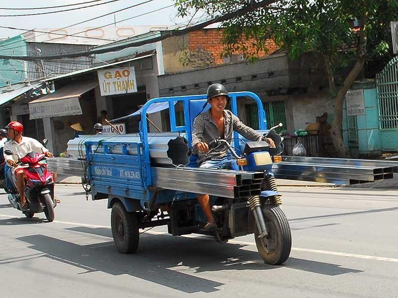 Ám ảnh với những chiếc xe chở tôn trên đường - ảnh 2