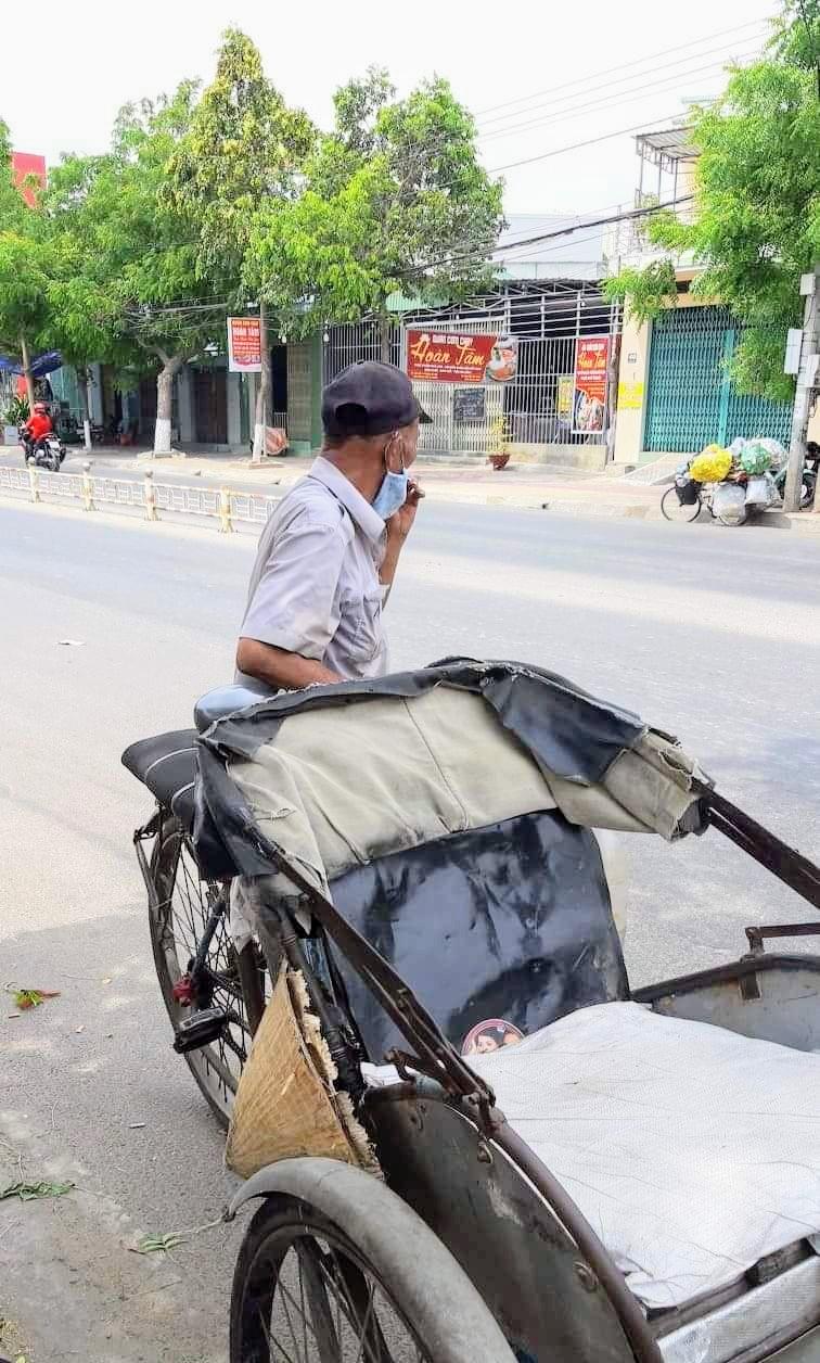 Người nghèo ở Phan Rang được mua gạo 1.000 đồng/kg  - ảnh 2