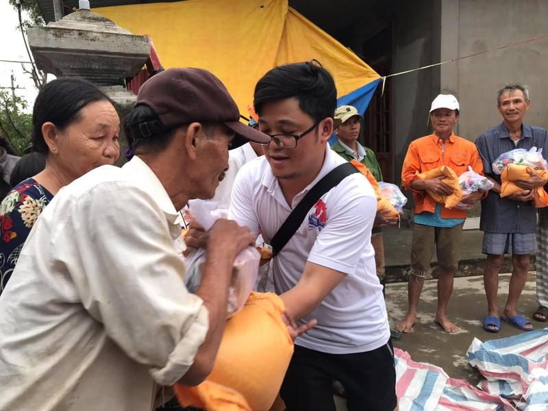 Báo Pháp Luật TP.HCM trao tiếp 260 suất quà tại Quảng Trị - ảnh 2