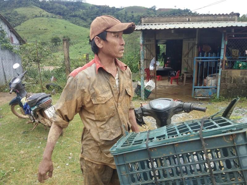 Người đàn ông hớt hải chạy ra từ vùng núi lở ở Quảng Trị - ảnh 1