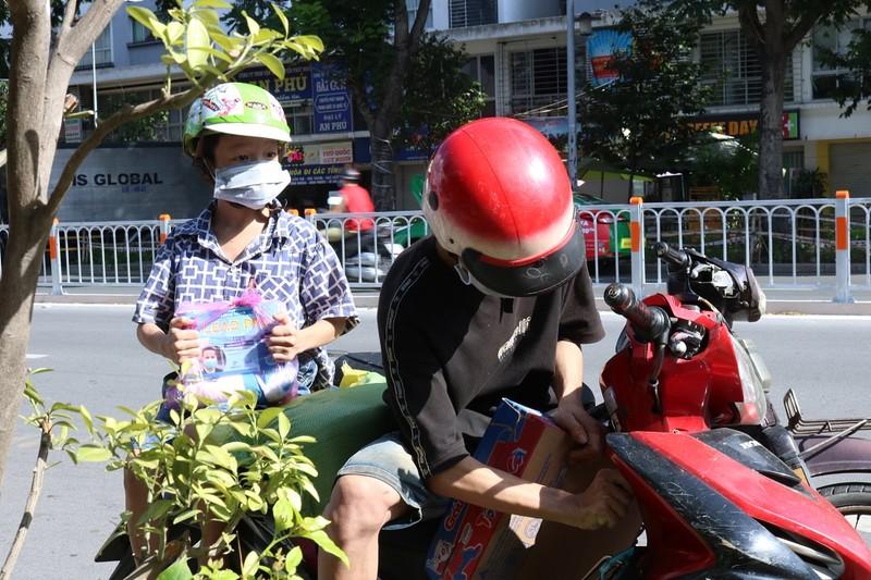 Đấu giá cây xanh phát quà hỗ trợ người lao động gặp khó do dịch COVID-19 - ảnh 2
