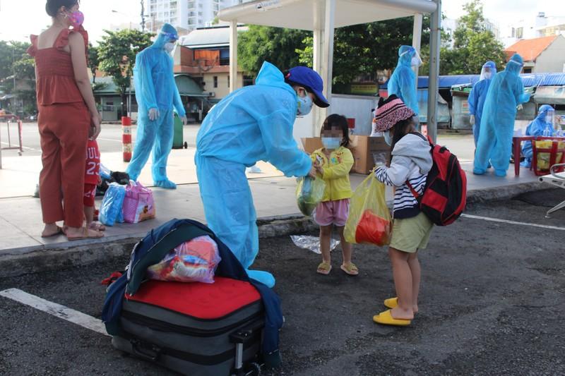 Ninh Thuận: Trẻ em, phụ nữ mang thai bị kẹt ở TP.HCM đã được đưa về quê     - ảnh 1