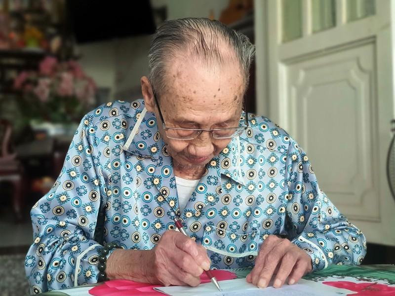 Cụ ông 102 tuổi nhọc nhằn chờ thi hành án - ảnh 2