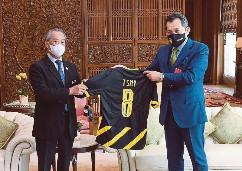 Malaysia: LĐBĐ thăm Thủ tướng xin phép cho bóng lăn trở lại - ảnh 1