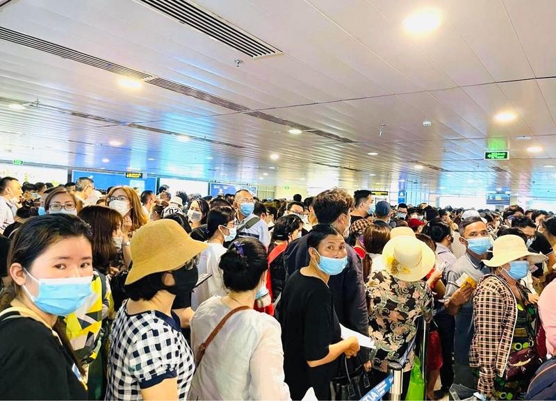 Ùn tắc sân bay Tân Sơn Nhất: Làm gì để không lỡ chuyến? - ảnh 1