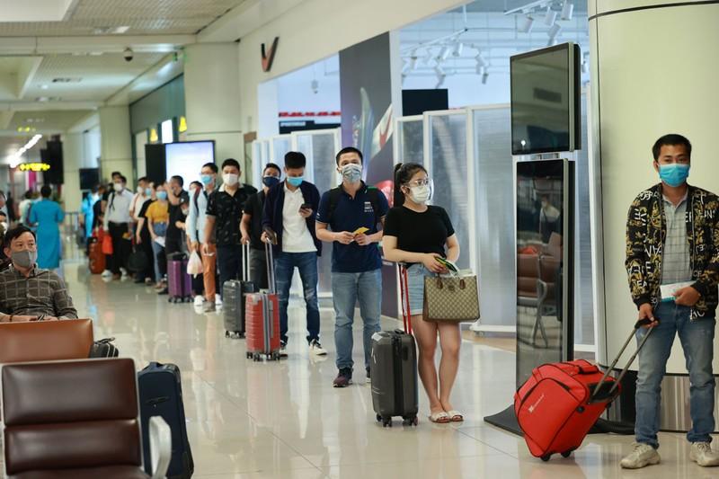 Khách bay từ TP.HCM về Hà Nội không phải cách ly tập trung - ảnh 1