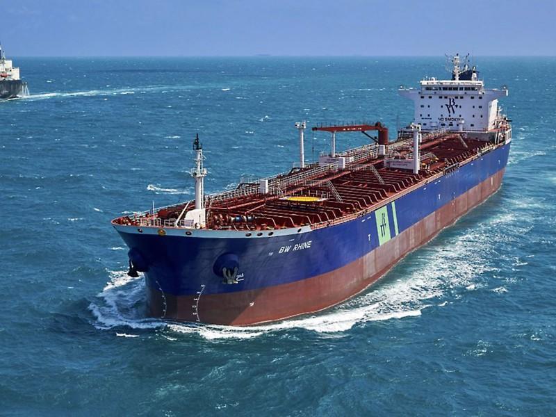 Tàu dầu Singapore nổ ở cảng Saudi Arabia, khả năng bị tấn công - ảnh 1