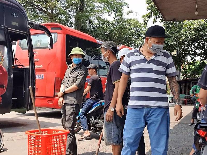 Biến cây xăng thành bến cóc để thu tiền ở ga Sóng Thần - ảnh 2