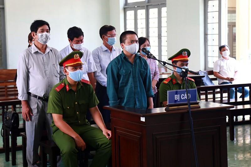 Cựu giám đốc Bệnh viện Phan Thiết hầu tòa - ảnh 1