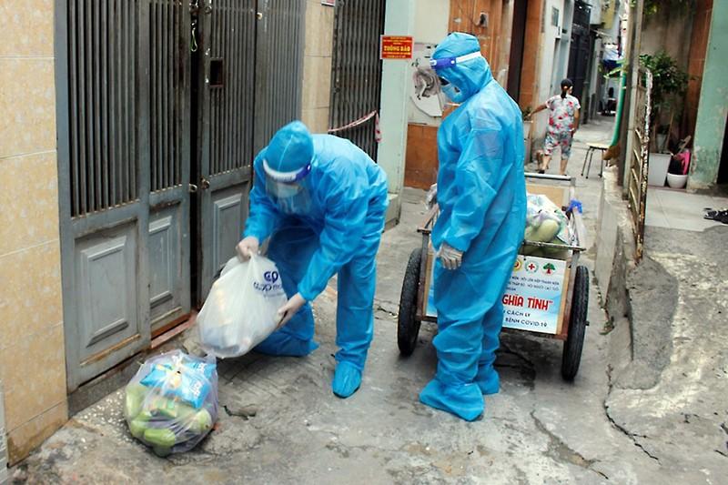 Quận Phú Nhuận: Mang thực phẩm đến tận nhà cho dân - ảnh 1
