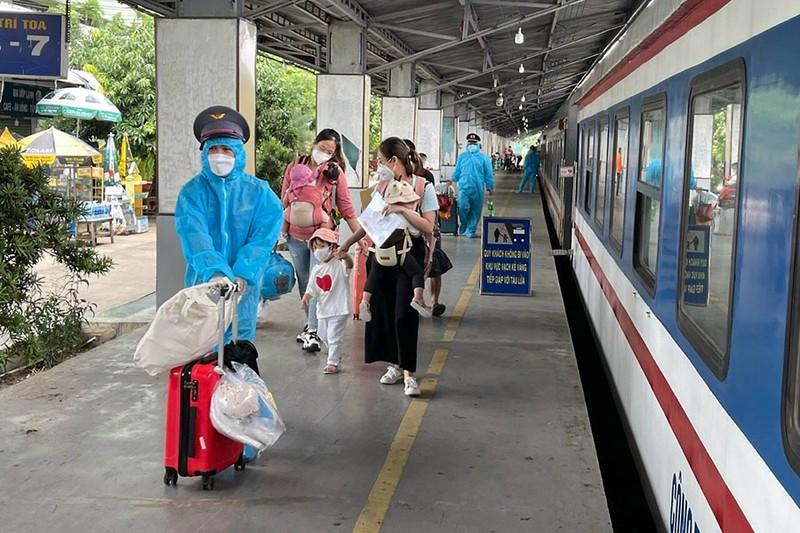 Hôm nay, hàng ngàn người dân sẽ về Quảng Bình bằng tàu lửa - ảnh 1