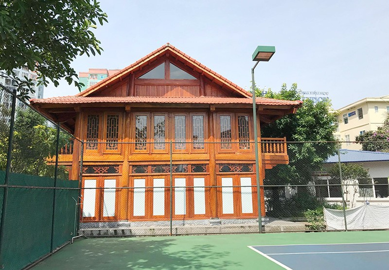 Nhà sàn bề thế cùng sân tennis 'mọc' trong trường học - ảnh 3