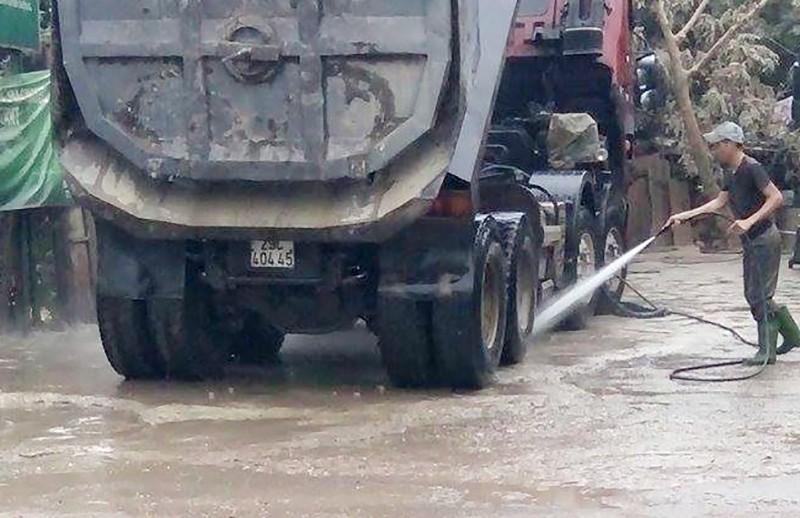 Phải rửa ô tô mới được vào nội thành Hà Nội - ảnh 1