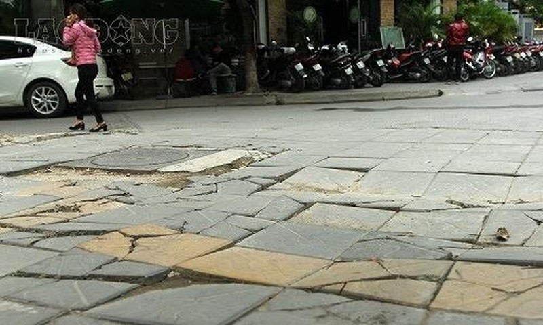 Chủ tịch Hà Nội yêu cầu thanh tra việc lát đá vỉa hè - ảnh 1