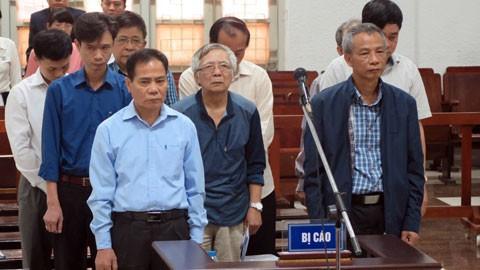 Đang xét xử vụ vỡ đường ống nước sông Đà - ảnh 1