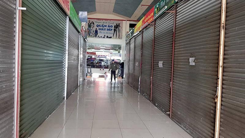 Tiểu thương bãi thị, chợ Hạ Long vắng ngắt - ảnh 2