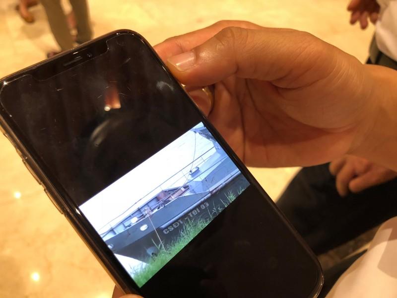 Chủ tịch Hà Nội trưng clip cát tặc lộng hành gần tàu cảnh sát - ảnh 2