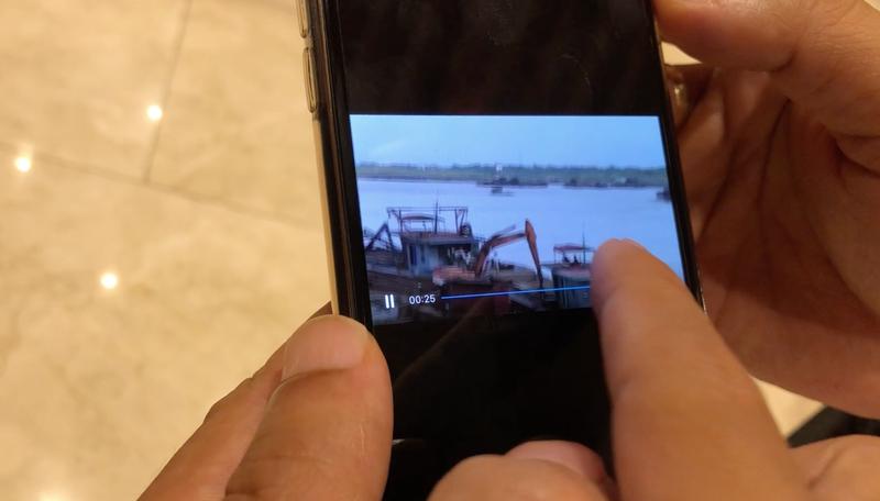 Chủ tịch Hà Nội trưng clip cát tặc lộng hành gần tàu cảnh sát - ảnh 1