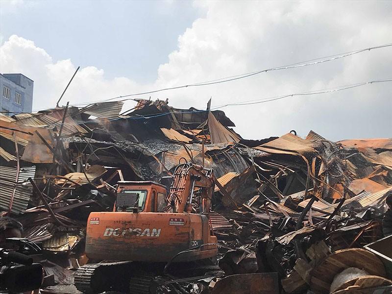 Vụ cháy Rạng Đông: Đã  thu gom được 12 tấn phế thải nhiễm độc - ảnh 1