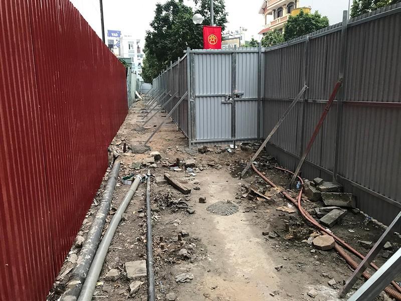 Chính quyền quây rào chuẩn bị phá dỡ cao ốc 8B Lê Trực? - ảnh 1