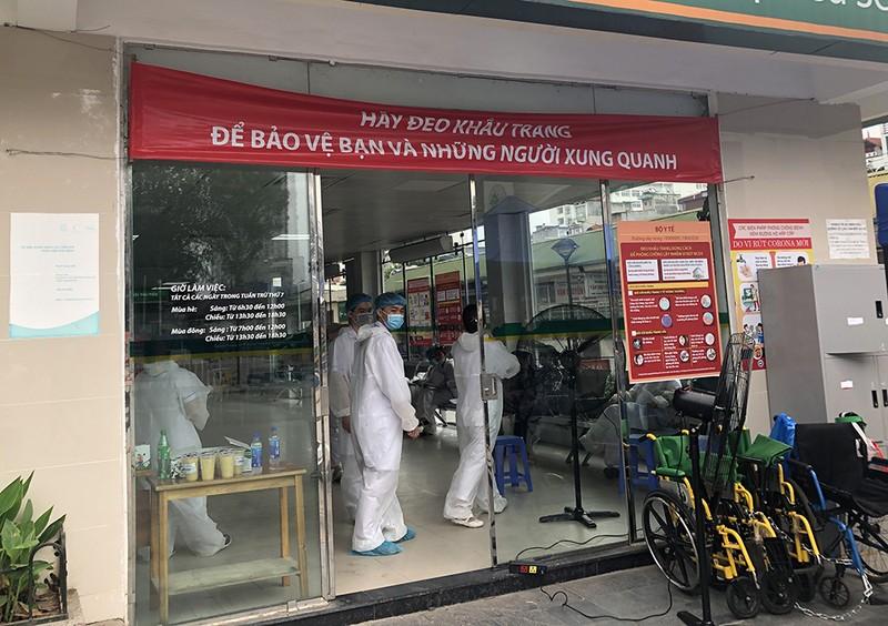 Chùm ảnh: Phong tỏa, thắt chặt giám sát y tế ở BV Bạch Mai - ảnh 5