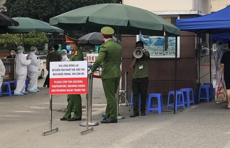 Chùm ảnh: Phong tỏa, thắt chặt giám sát y tế ở BV Bạch Mai - ảnh 3