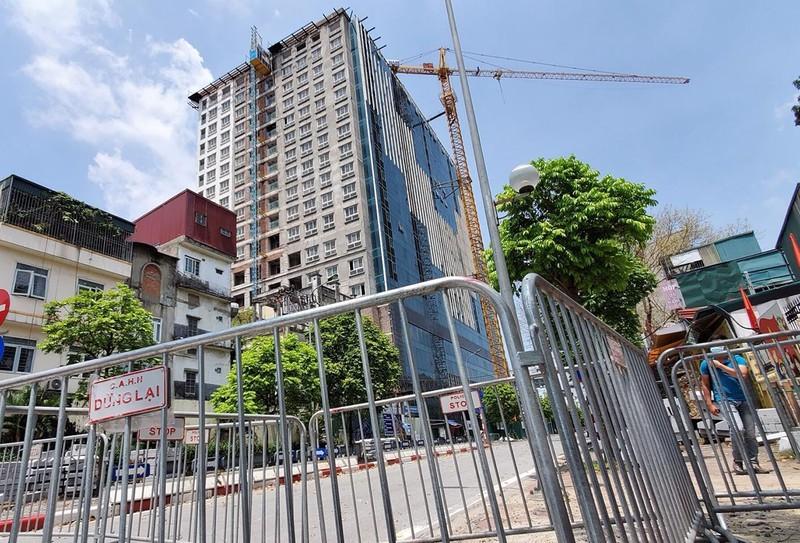 HĐND Ba Đình họp đột xuất, chi 38 tỷ dỡ tầng 18 nhà 8B Lê Trực - ảnh 1