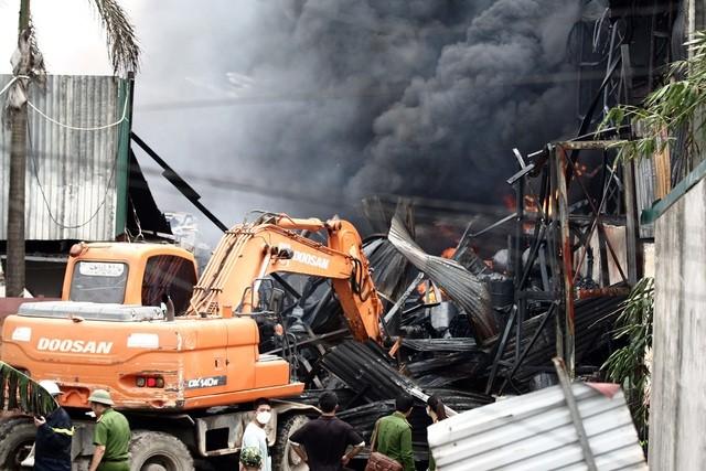 cháy kho hoá chất cảng Đức Giang