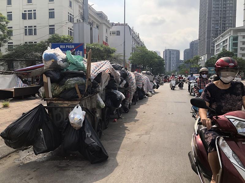 Thủ đô Hà Nội đối mặt khủng hoảng rác thải sinh hoạt - ảnh 2