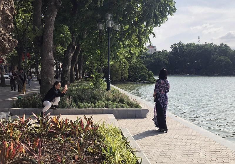 Hồ Gươm thay bộ áo mới sau 10 năm thai nghén, 5 tháng thi công - ảnh 1