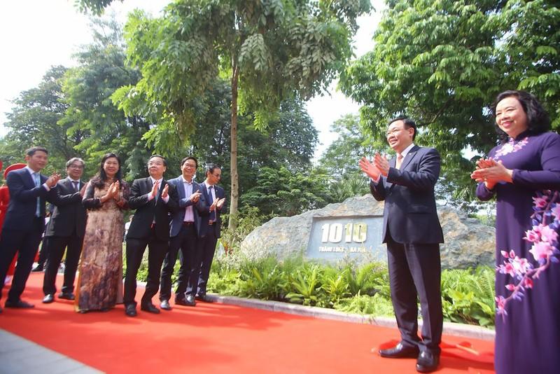 Bí thư, Chủ tịch Hà Nội gắn biển công trình cải tạo Hồ Gươm - ảnh 1
