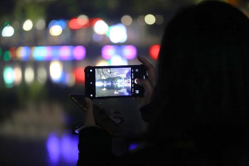 Hồ Gươm lung linh với dàn đèn LED mới - ảnh 2