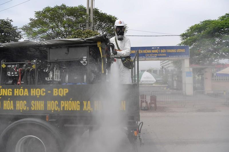 Rà soát hơn 2.600 trường hợp đến BV Nhiệt đới TƯ - ảnh 1