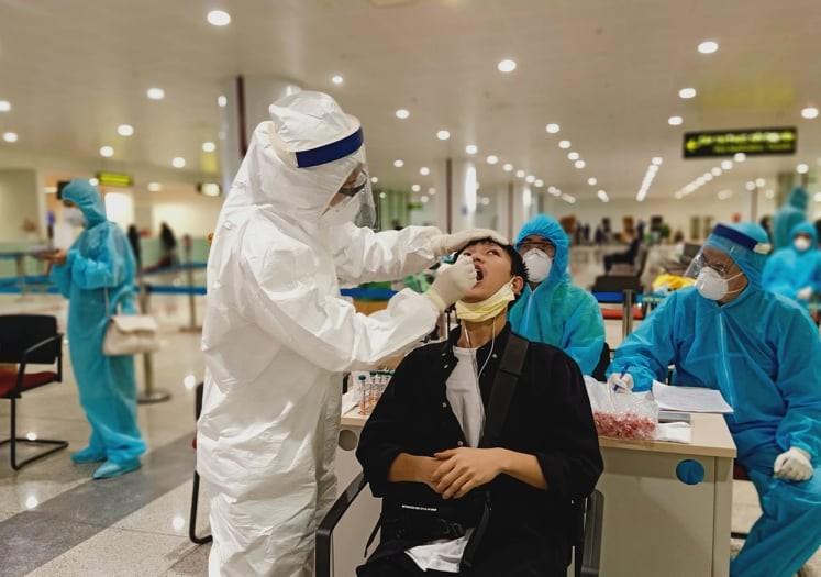 Sân bay Nội Bài phân luồng xét nghiệm COVID-19 người đến từ TP.HCM  - ảnh 1