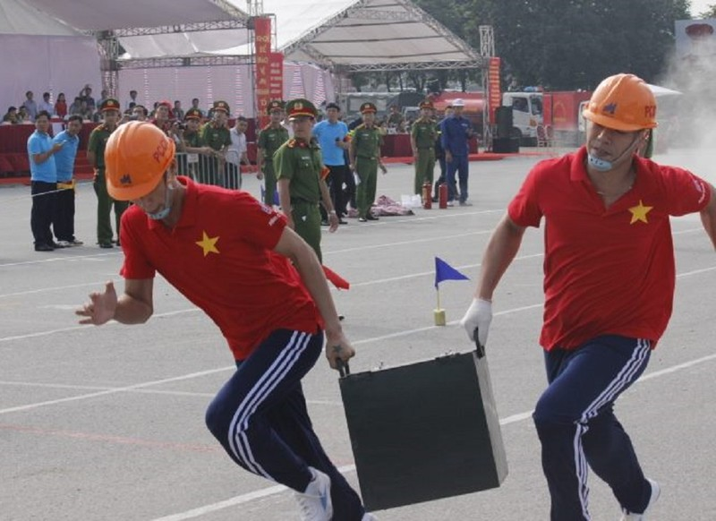 Những màn dập lửa mãn nhãn của Cảnh sát PCCC Hà Nội - ảnh 1