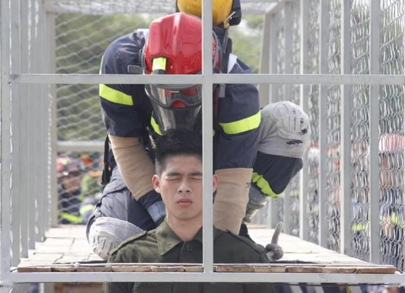 Những màn dập lửa mãn nhãn của Cảnh sát PCCC Hà Nội - ảnh 5