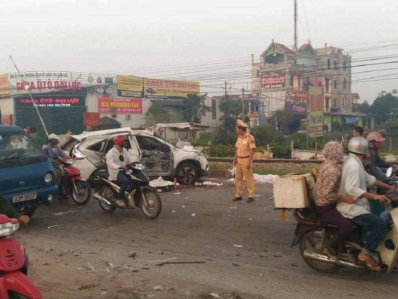 Sau tai nạn 6 người chết, đã có bảo vệ gác barie - ảnh 8