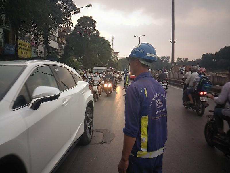 Đường Kim Mã bị cấm 1 chiều, giao thông hỗn loạn - ảnh 4