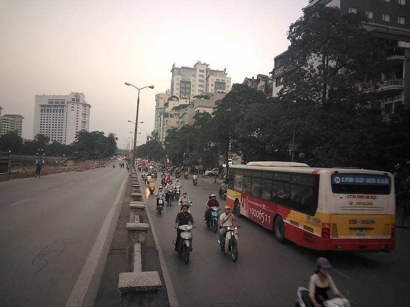 Đường Kim Mã bị cấm 1 chiều, giao thông hỗn loạn - ảnh 2