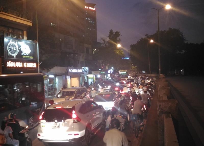 Đường Kim Mã bị cấm 1 chiều, giao thông hỗn loạn - ảnh 8