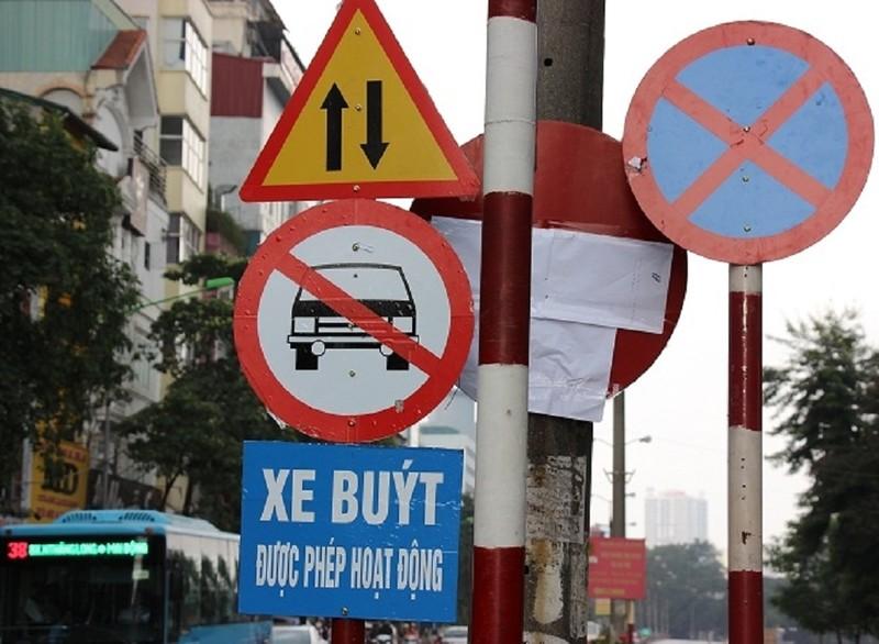 Đường Kim Mã bị cấm 1 chiều, giao thông hỗn loạn - ảnh 1