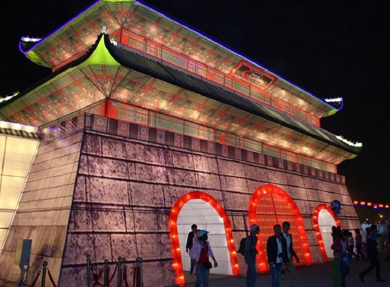 Giới trẻ Hà Nội 'phát cuồng' với lễ hội đèn lồng - ảnh 1