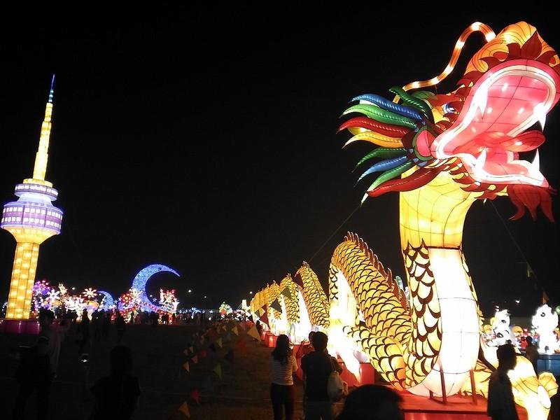 Giới trẻ Hà Nội 'phát cuồng' với lễ hội đèn lồng - ảnh 2