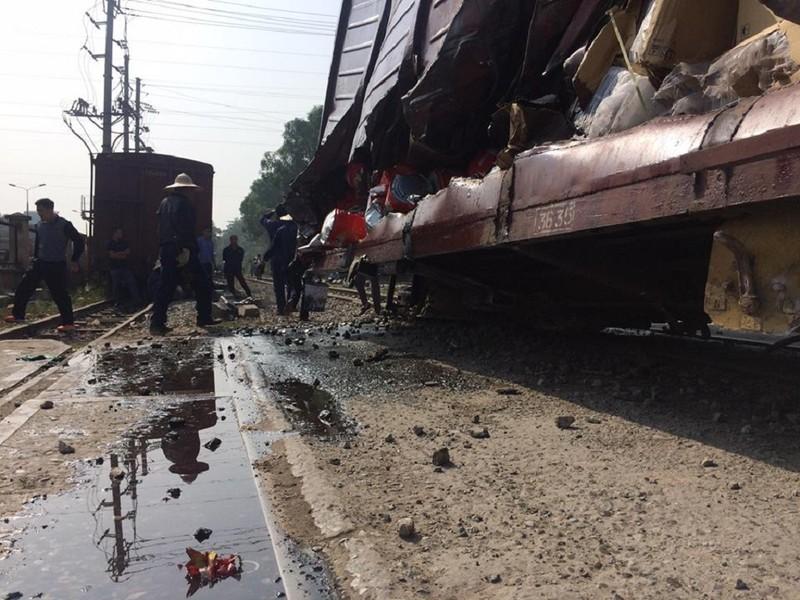Hà Nội: 7 toa tàu hỏa bị trật khỏi đường ray - ảnh 2
