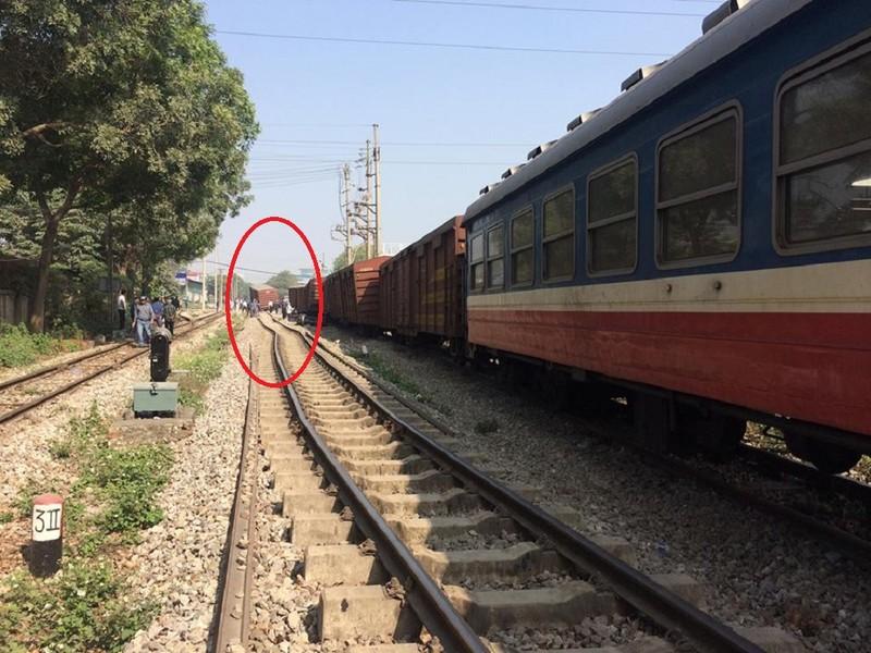 Hà Nội: 7 toa tàu hỏa bị trật khỏi đường ray - ảnh 1