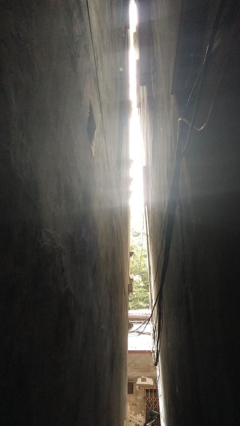 Hà Nội: Khiếp vía ngôi nhà nghiêng... 60 cm chờ đổ sập - ảnh 2